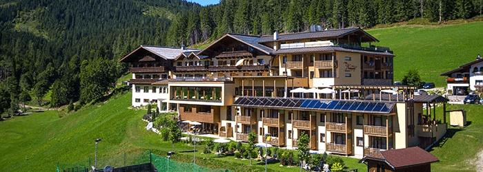 Filzmoos (Salzburg): Wander- oder Skiurlaub im 4* Wellnesshotel – 4 Nächte inkl. Halbpension um 199€ pro Person