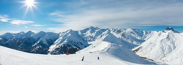 Skiurlaub am Gipfel: 1 Nacht in einer Gipfelhütte mit Halbpension und 2-Tages-Skipass für 52,50€ p.P.