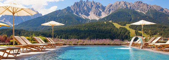 Dolomiten/Südtirol: 2 Nächte 4*Superior Hotel inklusive HP & Wellness von Juli – Oktober ab 165€ pro Person