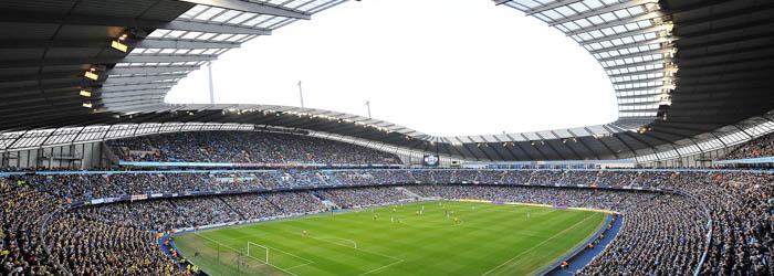 Manchester – Fuballfieber: 3 Nächte im 3*Hotel mit Frühstück + Flügen + Ticket für Premier League-Spiel ab 299€ p.P.