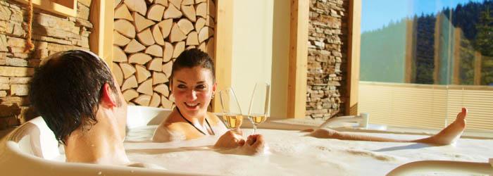 Romantik im Waldhotel: 2 Nächte im 4*Hotel inkl. Frühstück, Candle-Light-Dinner, Entspannungsbad & Wellness ab 155€ p.P.