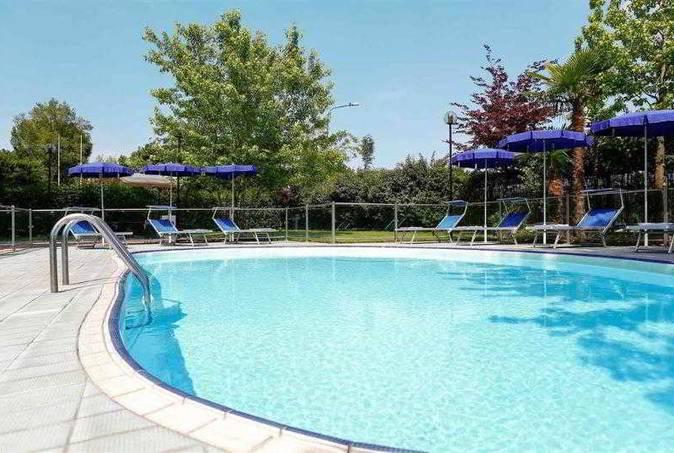 Städtereise Turin Hotel Pool