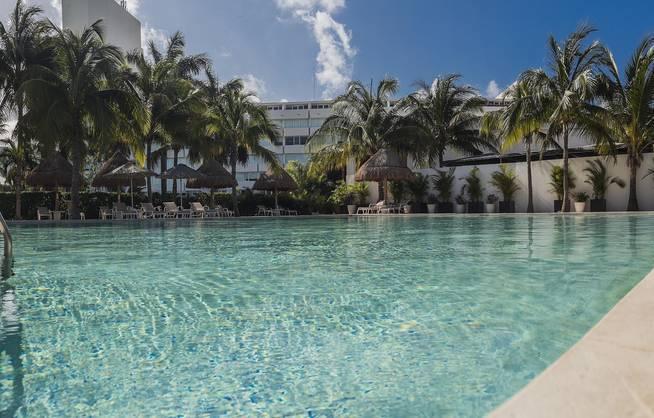 Mexiko Urlaub Hotelpool