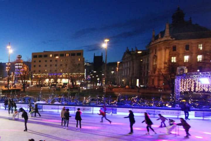 Weihnachtsmarkt München Eislaufplatz