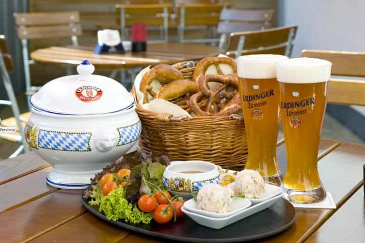 Oktoberfest in München Zelt